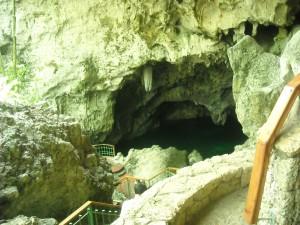 Los 3 Ojos Caves